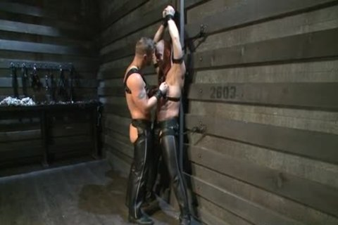 Hung White man In Leather gets Off homo dude