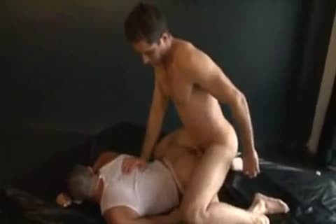 Latin muscle chap dominates weaker wrestler