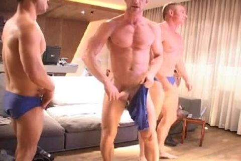 A Little handjob Session With these men!