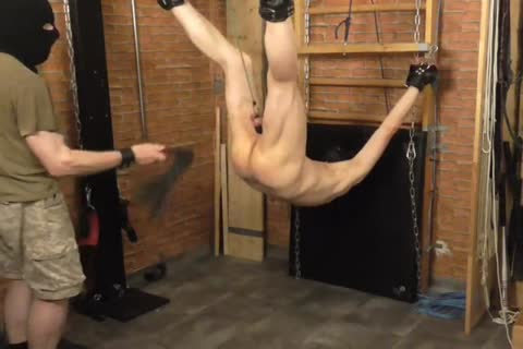 A bdsm-session In A filthy Afternoon. The slavemaster Likes To Play With The Balls Of The slave And spanking The butthole. slavemaster: Sadist52 slave: MasoFun