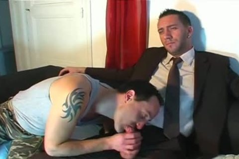Full video: An innocent Worker Serviced His gigantic penis By A man!