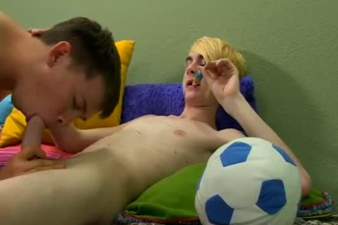 kinky twink Evan Darling Comes Home With Quite The Bounty