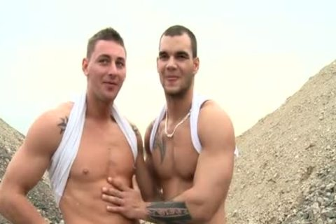 Muscle Daddy Public Sex With cumshot