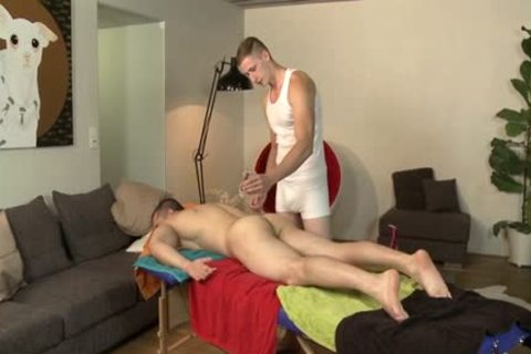 Muscle Daddy anal invasion With Massage