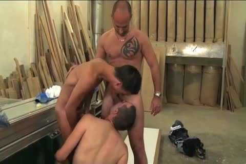 Three Yucky homo males Hit It raw A Decision To Stop Working And Pile A painfully three-some