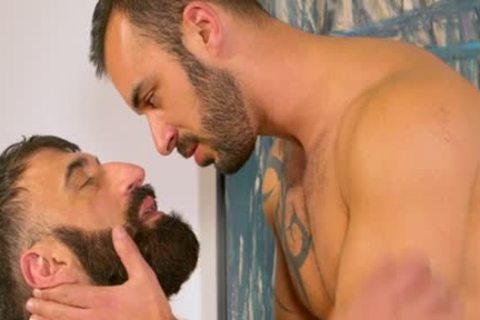 Muscle Bear butt pound With Facial