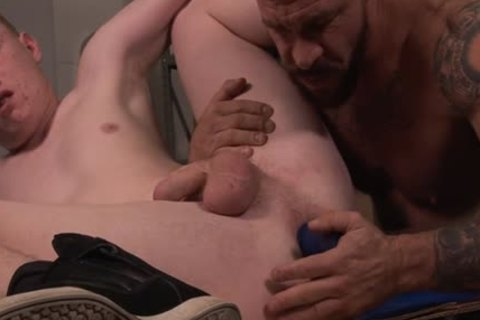 Muscle homo fake penis with creampie