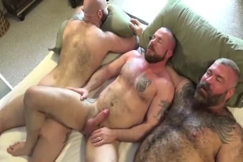 Sexy gay men threeway booty wrecking