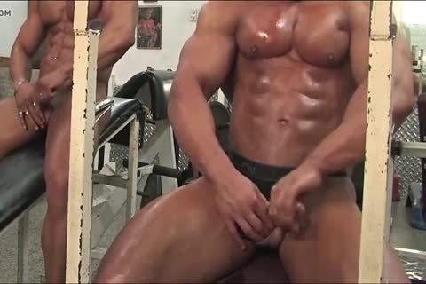 4-11 three  Bodybuilders In The Gym
