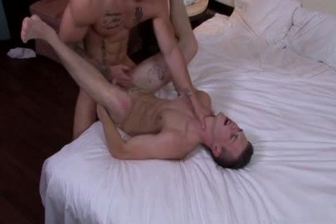 Muscle twink Flip Flop With cumshot