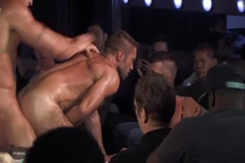 Homo sex 4 tw nks plough on stage