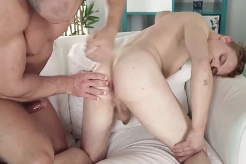 Laid back hunk in painfully raw orgy