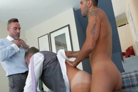 Muscle homo 3some With cumshot
