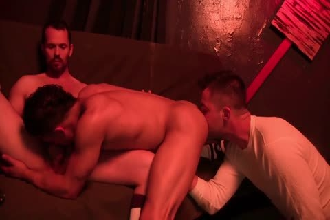 Skinny fellows have an butthole drilling threeway