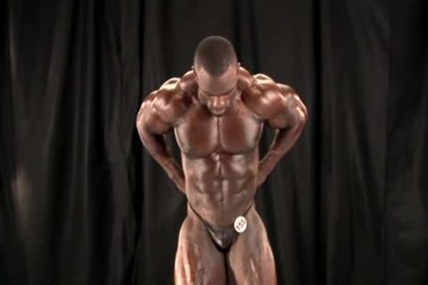 Indecent bodybuilder and his real dildo