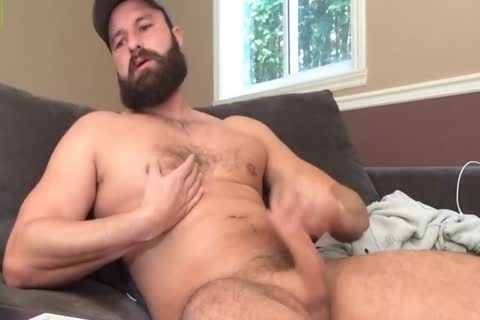 Gaycastings bearded chap takes humongous load on face