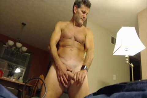 Dilf jerks off on webcam