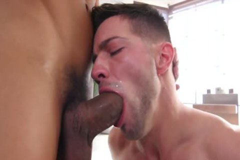 Homosexual muscle chap mason blistering showers with casey everet