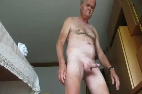 Allies jerk off jointly until they are all pissing