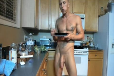 Hung muscular fellow Showing Off In The Kitchen