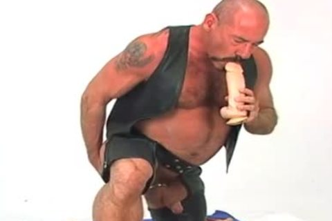 Butch leather wearing mature dude w/ large dildo