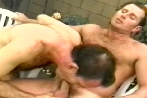 Gigantic burly bear receives sucked off by cumwhore pete